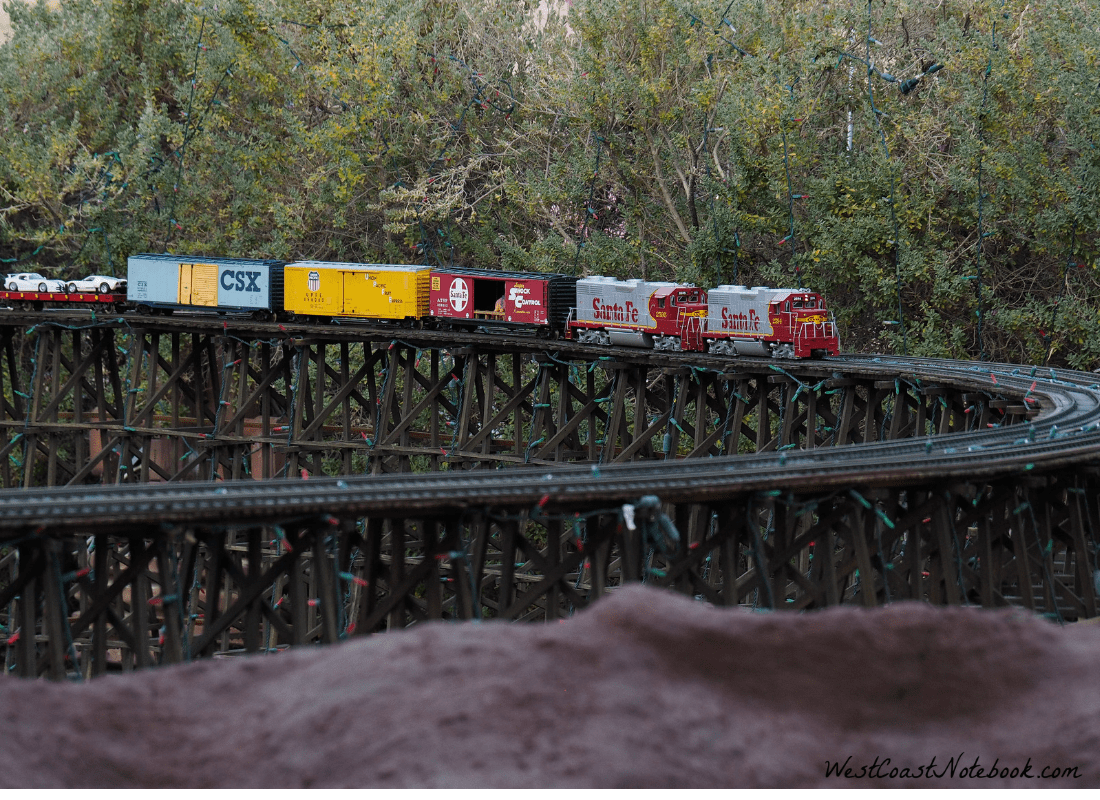 trains on curve